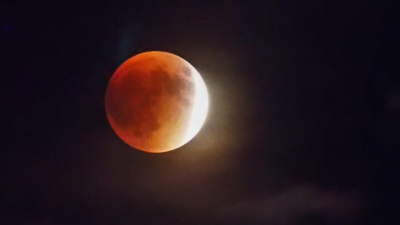 Lune rouge sur Lake Powell