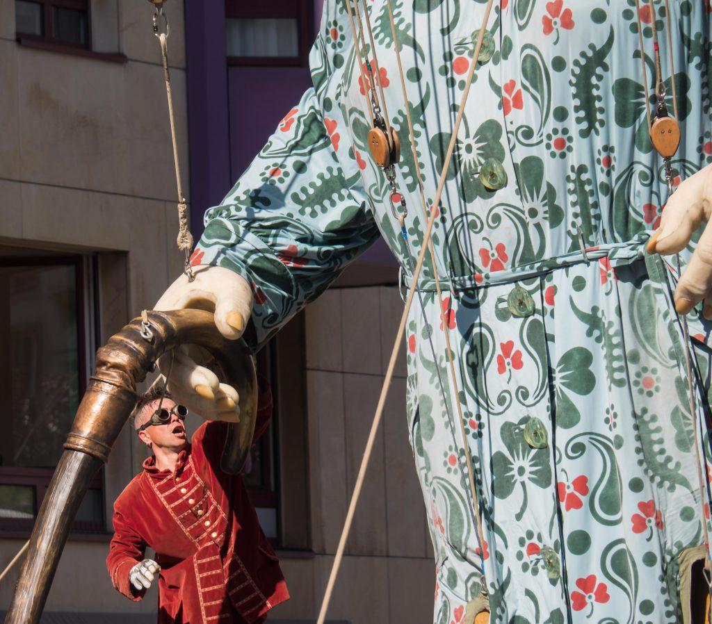 Les Géants à Carouge : la canne de La Grand-Mère