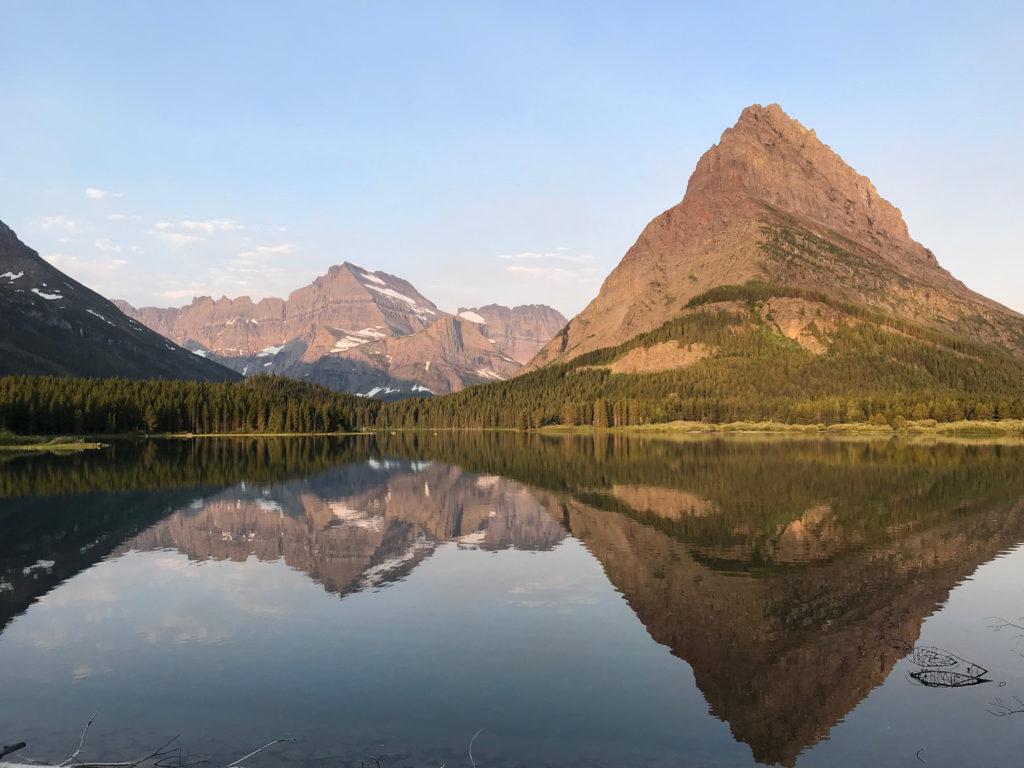 Au bord du Lac Swiftcurrent et le Mount Grinnell (Glacier NP)