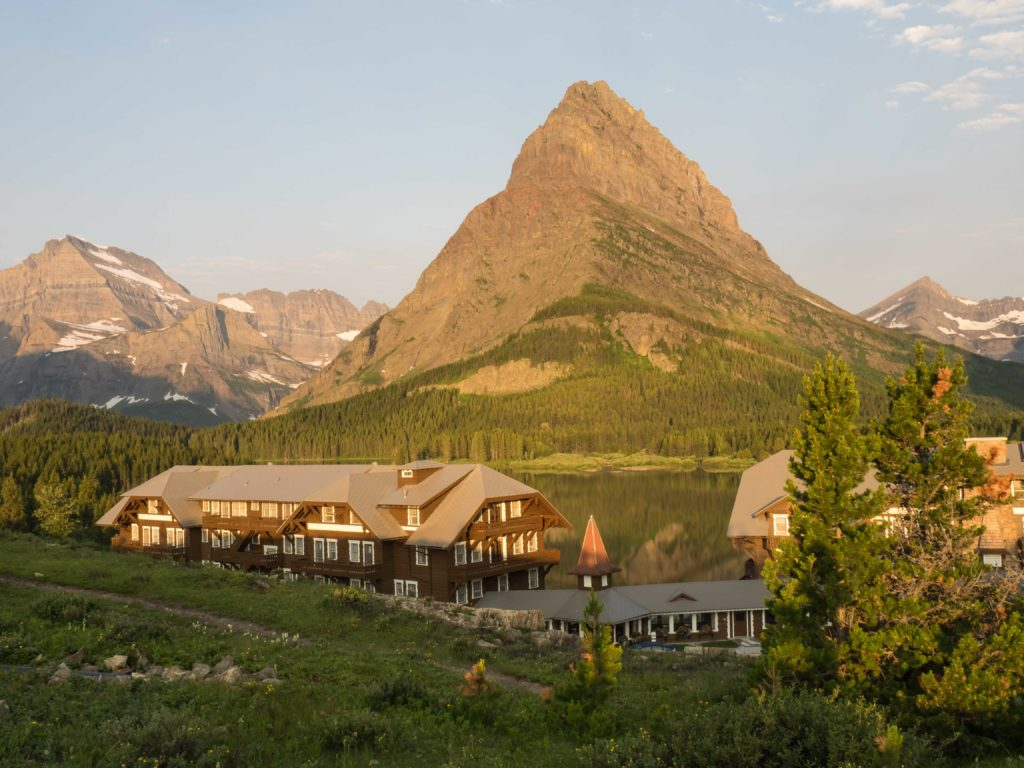 Mount Grinnell et Many Glacier Hotel au bord du Lac Swiftcurrent (Glacier NP)