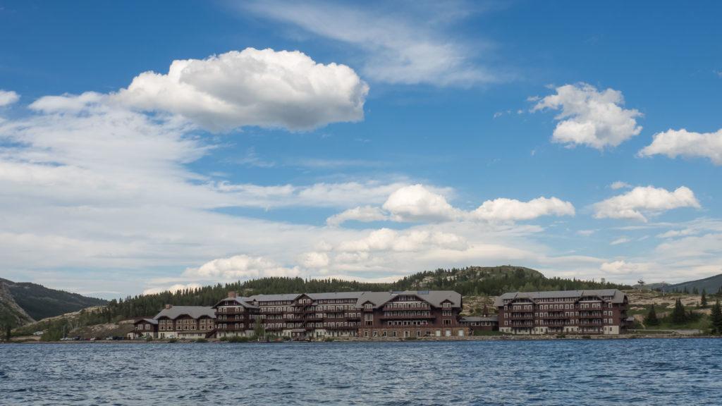 Many Glacier Hotel au bord du Lac Swiftcurrent (Glacier NP)