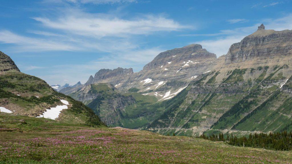 Vue sur la Going-to-the-Sun Road au dessus du Logan Pass (Glacier NP)