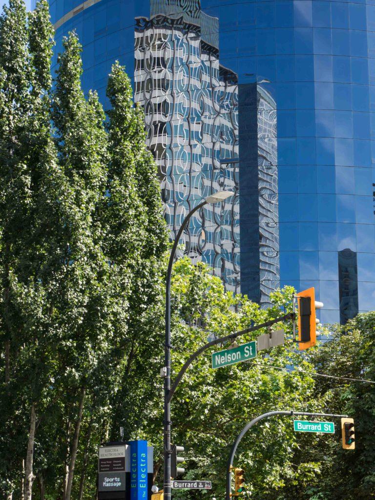 Reflets sur Burrard Street (Vancouver)