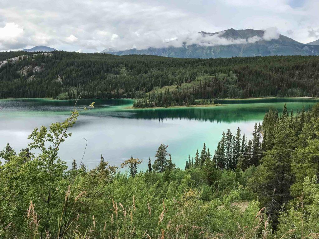 Le lac Emerald, en route vers Carcross (Yukon)