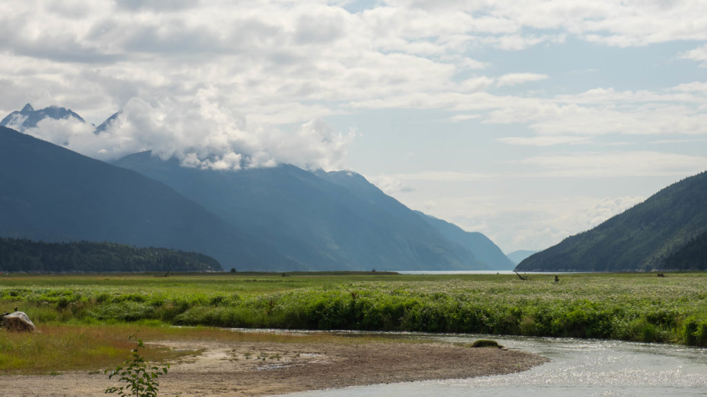 Embouchure de la rivière Taiya (Dyea près de Skagway)