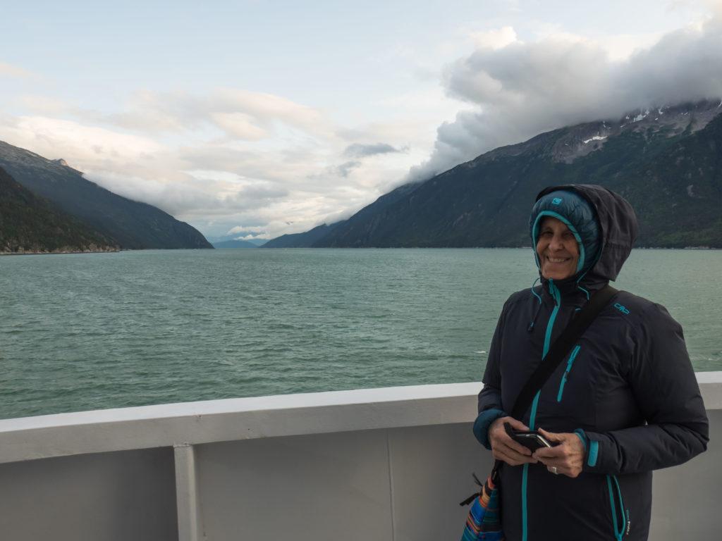 Sur le ferry voguant vers Haines, à la tombée du jour