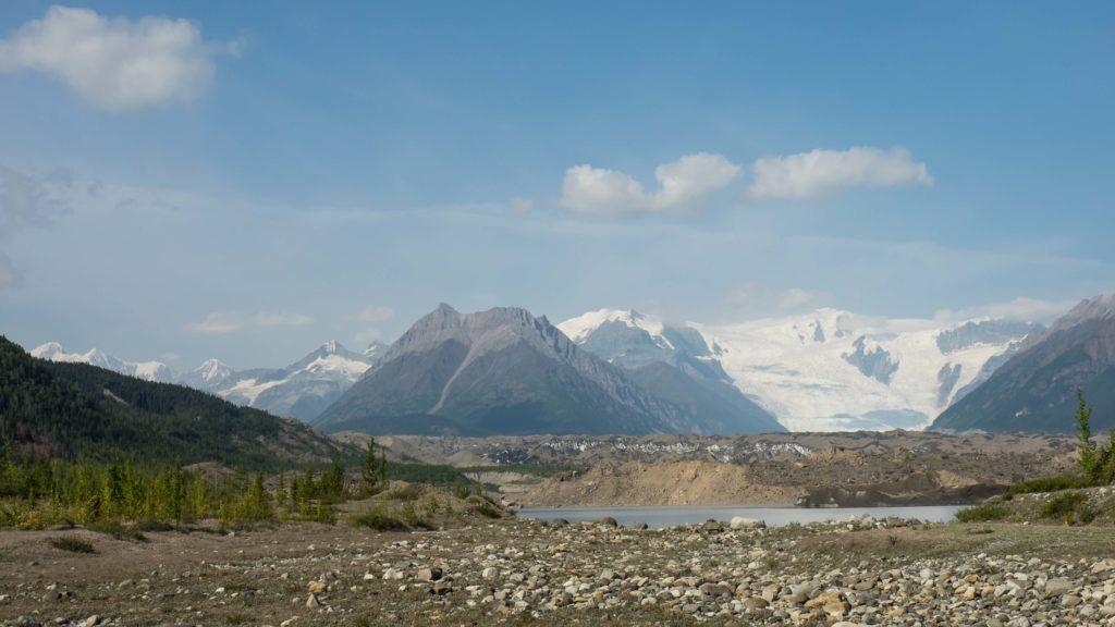 Lac glaciaire du Kennecott et glacier Root au loin (Wrangell-St Elias NP)
